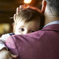 Имеет ли право отец забрать ребенка у матери