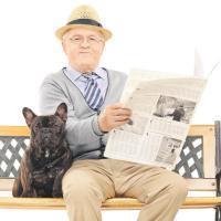 Прживают два пенсионера один работающий какая положена доплата